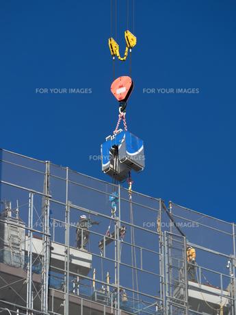 高層マンションの新築工事の写真素材 [FYI01191362]