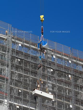 高層マンションの新築工事の写真素材 [FYI01191363]