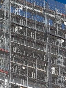 高層マンションの新築工事の写真素材 [FYI01191367]