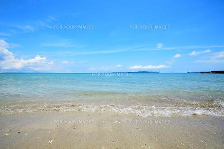 沖縄・うるま市照間ビーチの写真素材 [FYI01191408]