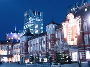 東京駅丸の内駅前広場の写真素材 [FYI01191660]