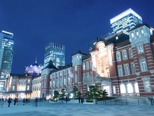 東京駅丸の内駅前広場の写真素材 [FYI01191662]