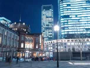 東京駅丸の内駅前広場の写真素材 [FYI01191675]