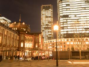 東京駅丸の内駅前広場の写真素材 [FYI01191676]