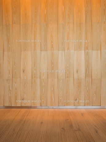 ウッド調の壁とフローリングの床の写真素材 [FYI01191692]