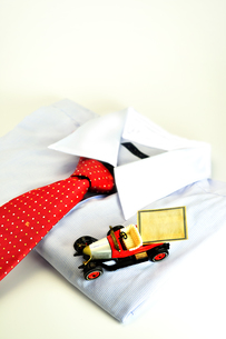 シャツとネクタイとミニカーの写真素材 [FYI01192016]