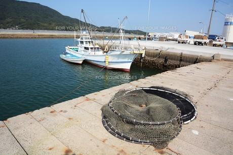 昼下がりの漁港 / 福岡県糸島市加布里漁港の写真素材 [FYI01192070]