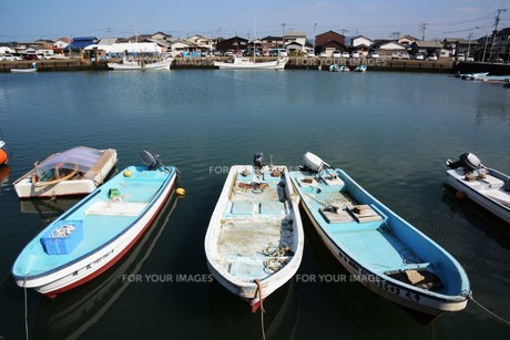 昼下がりの漁港 / 福岡県糸島市加布里漁港の写真素材 [FYI01192073]