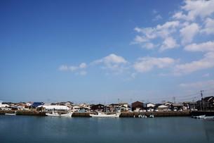 昼下がりの漁港 / 福岡県糸島市加布里漁港の写真素材 [FYI01192074]