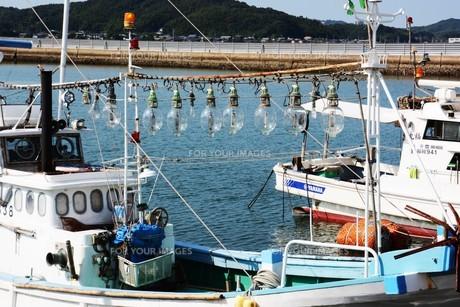 昼下がりの漁港 / 福岡県糸島市加布里漁港の写真素材 [FYI01192075]