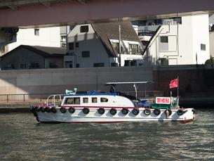 隅田川に浮かぶ警戒船の写真素材 [FYI01192120]