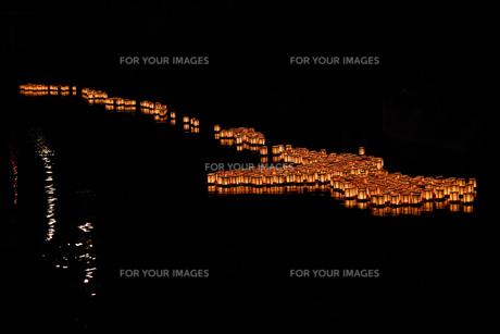 灯篭流しの写真素材 [FYI01192390]