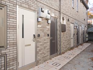 アパートの玄関の写真素材 [FYI01192703]