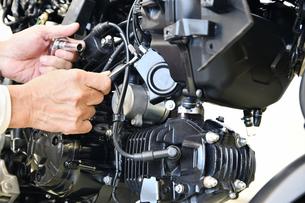 バイクエンジンの整備の写真素材 [FYI01192790]