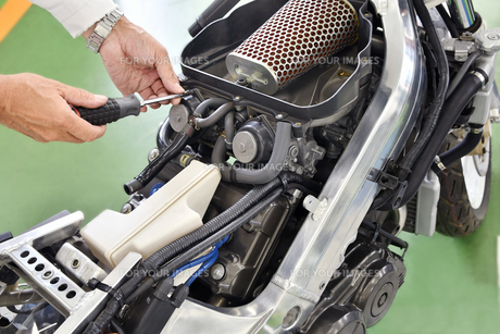 バイクエンジンの整備の写真素材 [FYI01192791]