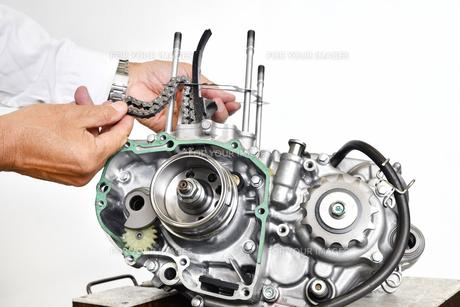 バイクエンジンの整備の写真素材 [FYI01192792]