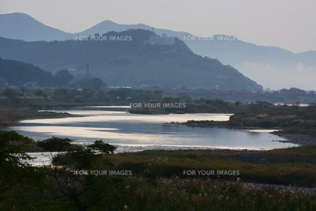 とうとうと流れる大河 「筑後川」 / 福岡県朝倉市の写真素材 [FYI01192931]