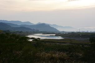 とうとうと流れる大河 「筑後川」 / 福岡県朝倉市の写真素材 [FYI01192934]