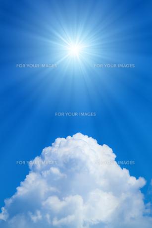 青空と太陽の写真素材 [FYI01193058]