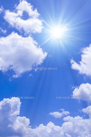 青空と太陽の写真素材 [FYI01193059]