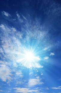 青空と太陽の写真素材 [FYI01193063]