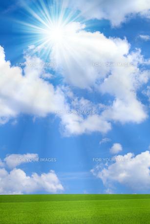 青空と太陽の写真素材 [FYI01193064]