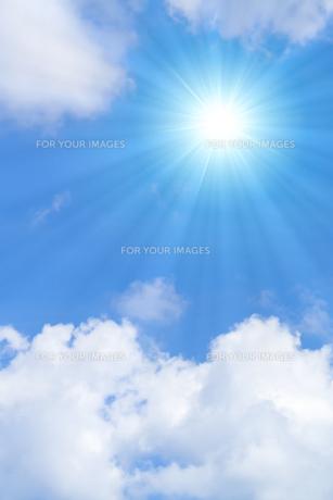青空と太陽の写真素材 [FYI01193065]