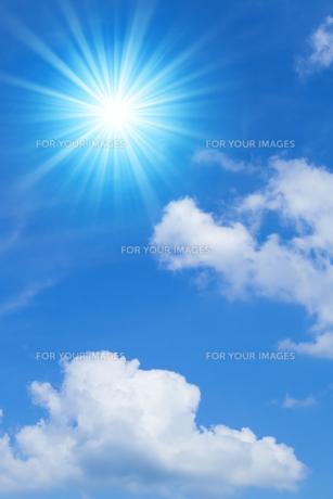 青空と太陽の写真素材 [FYI01193066]