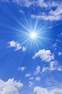 青空と太陽の写真素材 [FYI01193067]