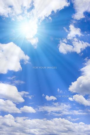 青空と太陽の写真素材 [FYI01193069]