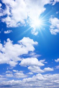 青空と太陽の写真素材 [FYI01193070]