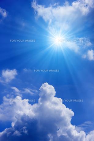 青空と太陽の写真素材 [FYI01193071]