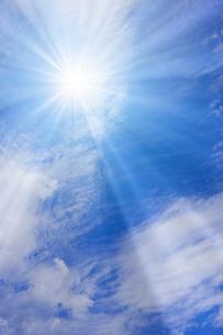 青空と太陽の写真素材 [FYI01193072]