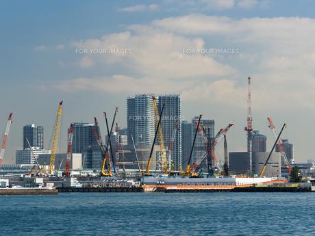 工事中の晴海埠頭の写真素材 [FYI01193196]