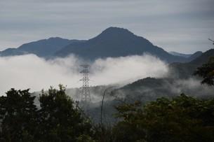 霧の山なみ・九州福岡県朝倉市の写真素材 [FYI01193685]