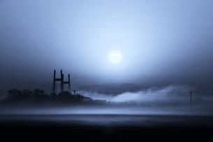 幻想的空間・朝霧の写真素材 [FYI01193695]