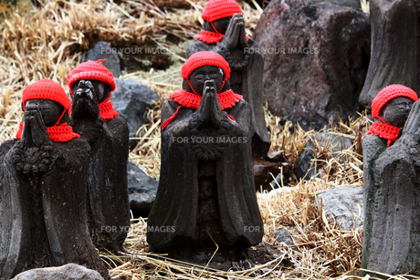 那須の名勝 賽の河原の千体地蔵の写真素材 [FYI01193761]