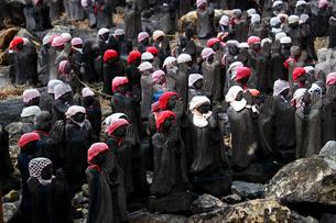 那須の名勝 賽の河原の千体地蔵の写真素材 [FYI01193763]