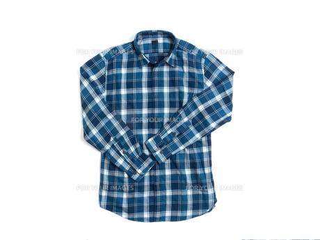 メンズの長袖シャツの写真素材 [FYI01193771]