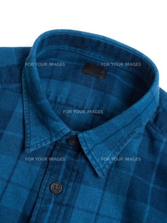 メンズの長袖シャツの写真素材 [FYI01193772]