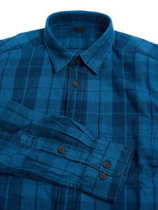 メンズの長袖シャツの写真素材 [FYI01193774]