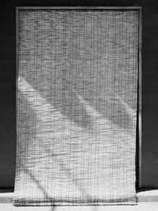 スダレを下げた入り口の写真素材 [FYI01193852]