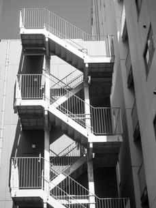 ビルの外階段の写真素材 [FYI01193853]
