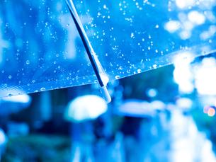 雨の丸の内の写真素材 [FYI01194126]