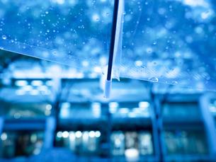 雨の丸の内の写真素材 [FYI01194146]