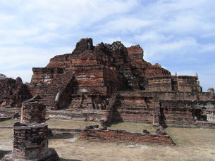 タイの仏塔遺跡2の写真素材 [FYI01194418]