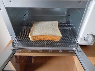 食パンとトースターの写真素材 [FYI01194524]