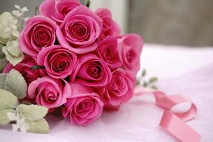 バラの花束の写真素材 [FYI01194542]