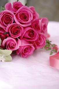 バラの花束の写真素材 [FYI01194544]
