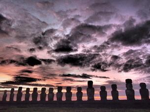 イースター島モアイ トンガリキの空の写真素材 [FYI01194631]